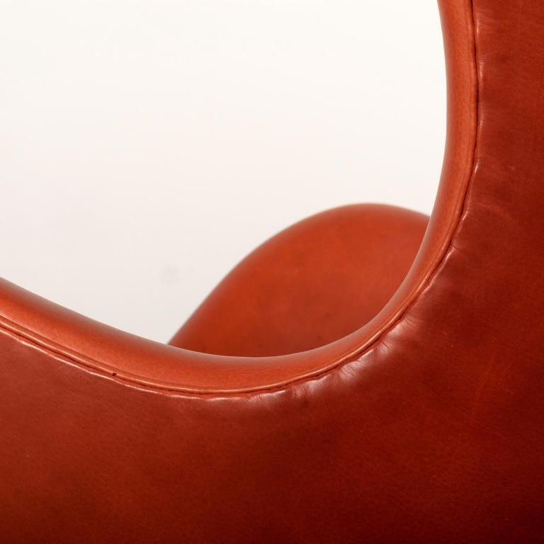Arne Jacobsen Egg Chair in Light Patined Grace Walnut Leather by Fitz Hansen For Sale 7