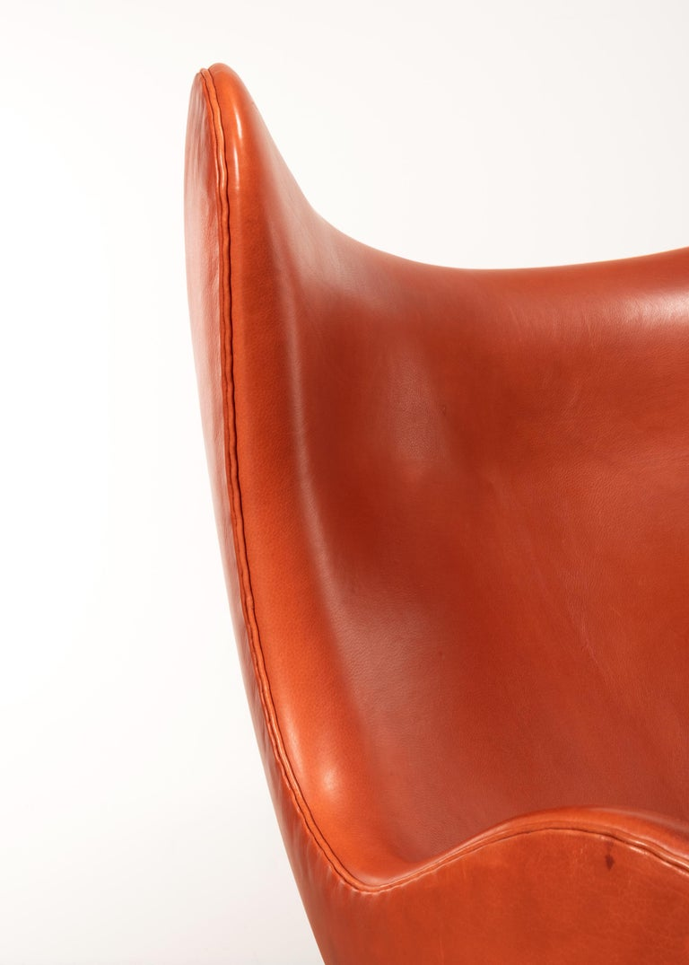Arne Jacobsen Egg Chair in Light Patined Grace Walnut Leather by Fitz Hansen For Sale 8