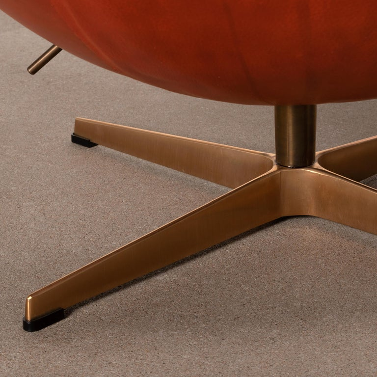 Arne Jacobsen Egg Chair in Light Patined Grace Walnut Leather by Fitz Hansen For Sale 10