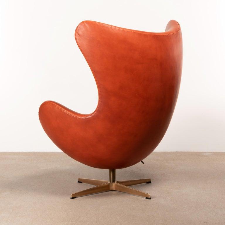 Danish Arne Jacobsen Egg Chair in Light Patined Grace Walnut Leather by Fitz Hansen For Sale