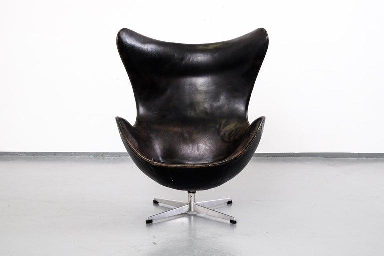 arne jacobsen egg chair model 3316 in original leather by fritz hansen 1960s for sale at 1stdibs. Black Bedroom Furniture Sets. Home Design Ideas