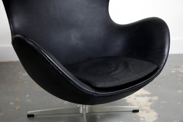 Arne Jacobsen Egg Chair & Stool for Fritz Hansen with Original Leather, Signed 8