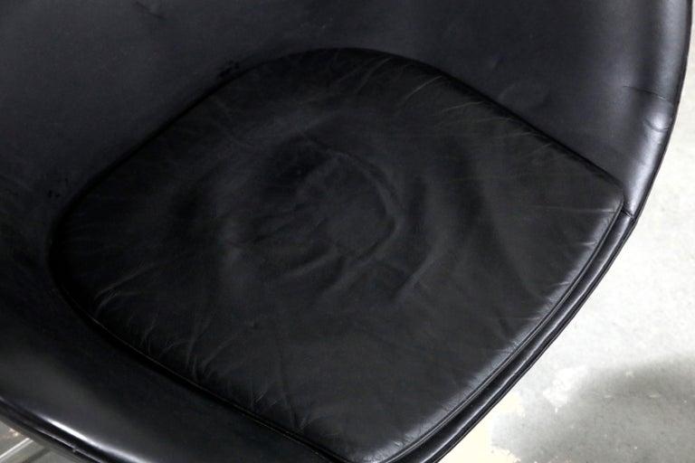 Arne Jacobsen Egg Chair & Stool for Fritz Hansen with Original Leather, Signed 9