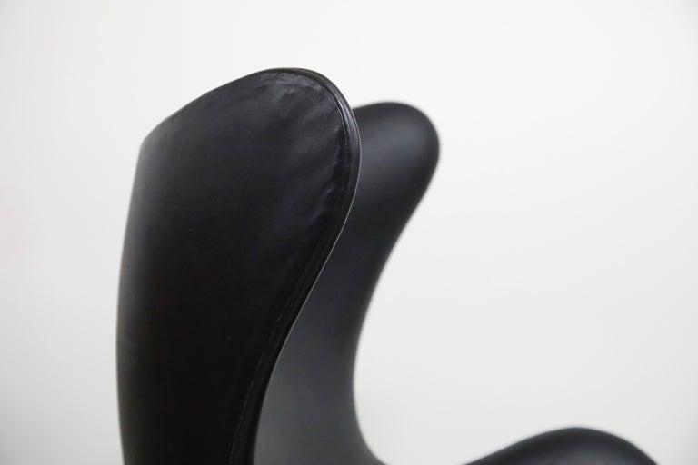 Arne Jacobsen Egg Chair & Stool for Fritz Hansen with Original Leather, Signed 10