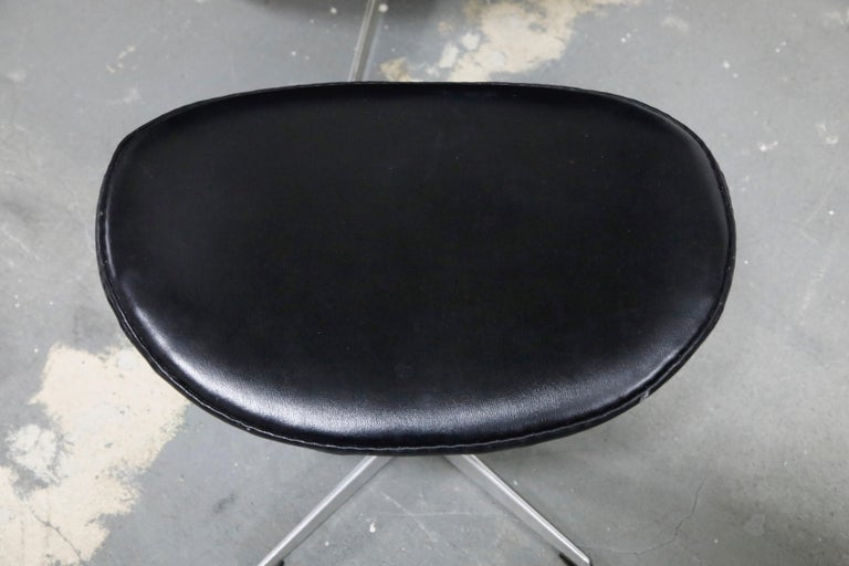Arne Jacobsen Egg Chair & Stool for Fritz Hansen with Original Leather, Signed 13