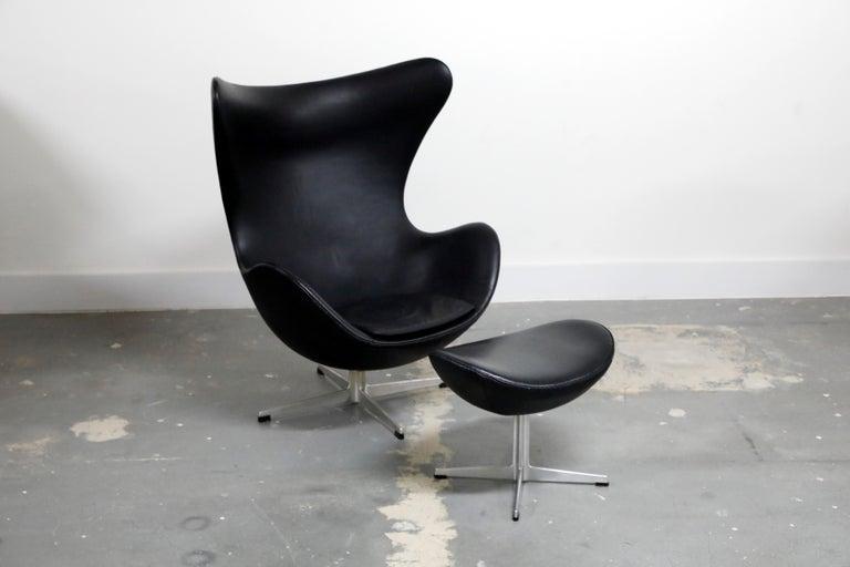 Mid-Century Modern Arne Jacobsen Egg Chair & Stool for Fritz Hansen with Original Leather, Signed