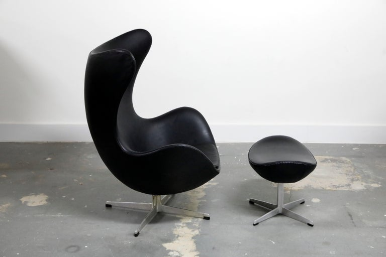 Arne Jacobsen Egg Chair & Stool for Fritz Hansen with Original Leather, Signed In Good Condition In Los Angeles, CA