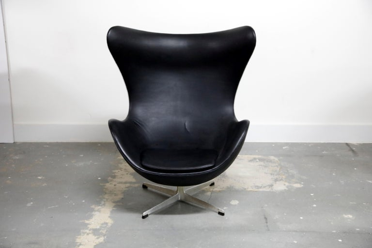 Mid-20th Century Arne Jacobsen Egg Chair & Stool for Fritz Hansen with Original Leather, Signed