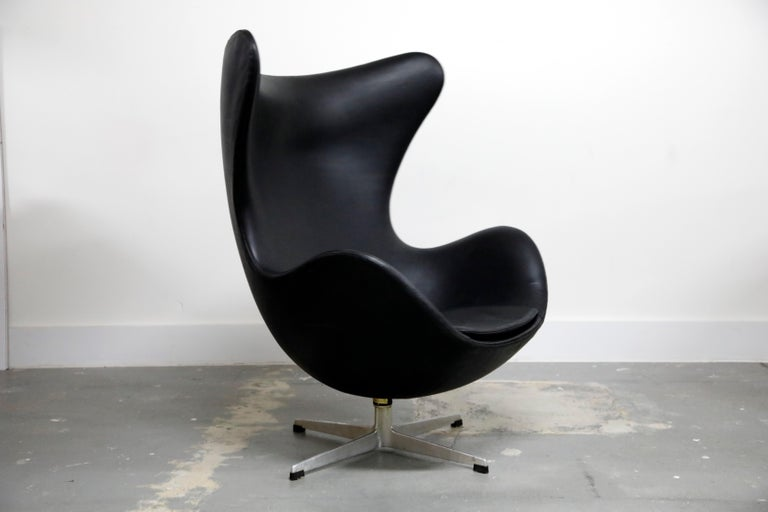 Arne Jacobsen Egg Chair & Stool for Fritz Hansen with Original Leather, Signed 1