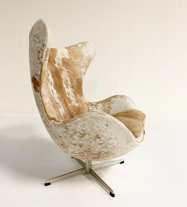 Arne Jacobsen Egg Chairs and Ottoman in Brazilian Cowhide 4