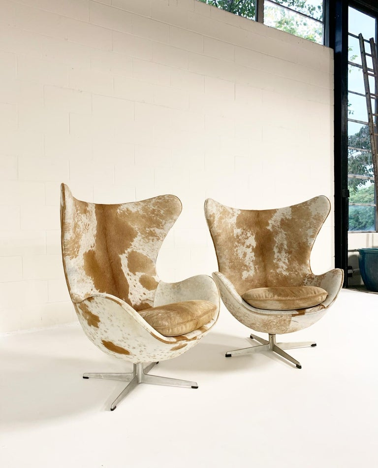 Arne Jacobsen Egg Chairs and Ottoman in Brazilian Cowhide 3
