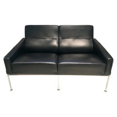 Arne Jacobsen for Fritz Hansen Black Leather Airport Sofa, Model 3302