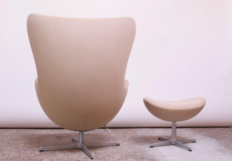 Arne Jacobsen for Fritz Hansen Egg Chair and Ottoman Distributed by Knoll For Sale 4