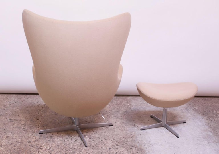 Arne Jacobsen for Fritz Hansen Egg Chair and Ottoman Distributed by Knoll For Sale 5