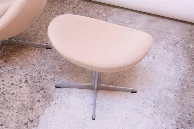 Arne Jacobsen for Fritz Hansen Egg Chair and Ottoman Distributed by Knoll For Sale 10