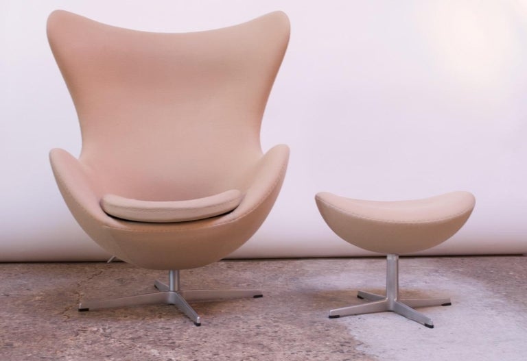 Arne Jacobsen for Fritz Hansen Egg Chair and Ottoman Distributed by Knoll In Good Condition For Sale In Brooklyn, NY