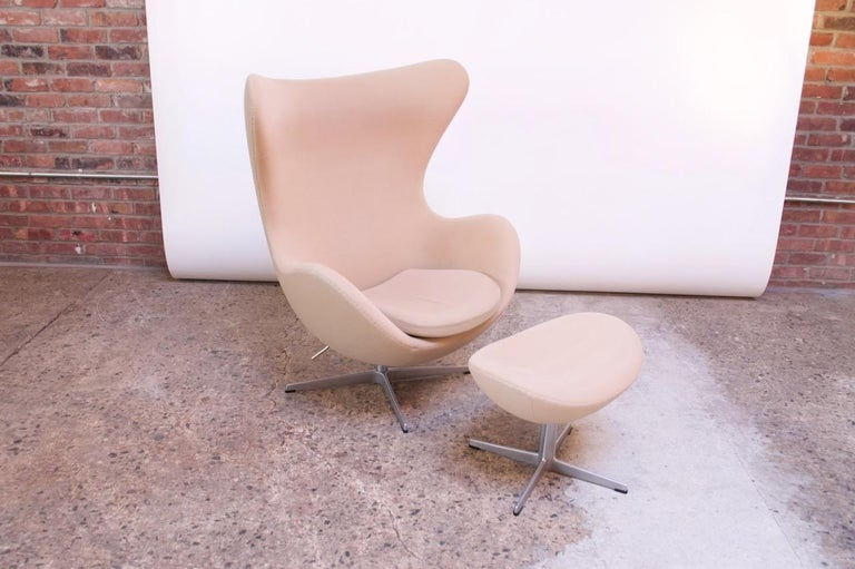 Mid-20th Century Arne Jacobsen for Fritz Hansen Egg Chair and Ottoman Distributed by Knoll For Sale