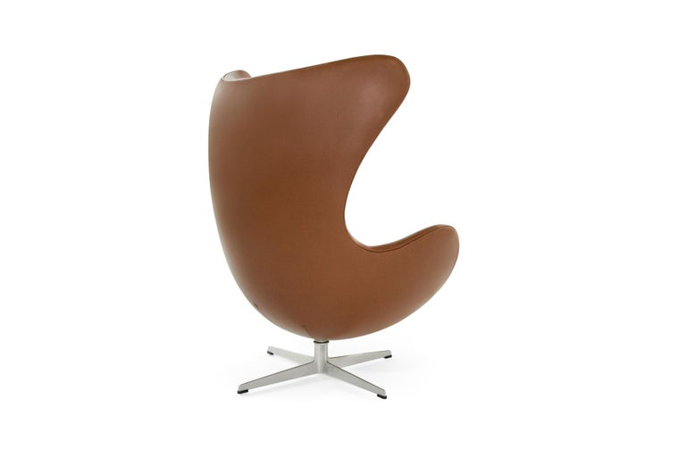 The iconic egg chair, model 3316, designed by Arne Jacobsen. Produced by Fritz Hansen in Denmark, 1966. Newly upholstered in natural leather.