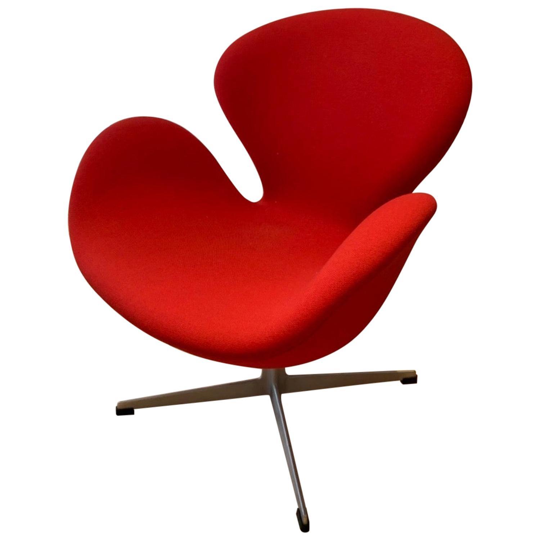 Arne Jacobsen for Fritz Hansen Swan Chair Mid-Century Modern Swivel Denmark Red