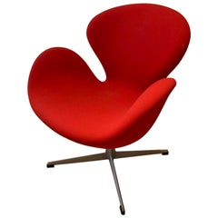 Arne Jacobsen for Fritz Hansen Swan Chair Mid-Century Modern Swivel Denmark Red