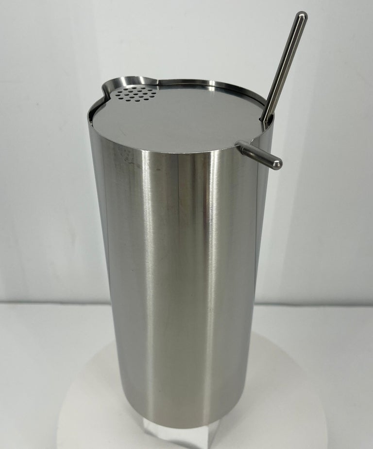 Arne Jacobsen for Stelton Mid-Century Modern Cocktail Shaker and Stir Spoon In Good Condition For Sale In Haddonfield, NJ
