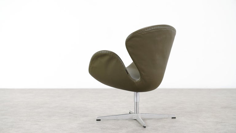 Arne Jacobsen Leather Swan Chair Fritz Hansen At 1stdibs
