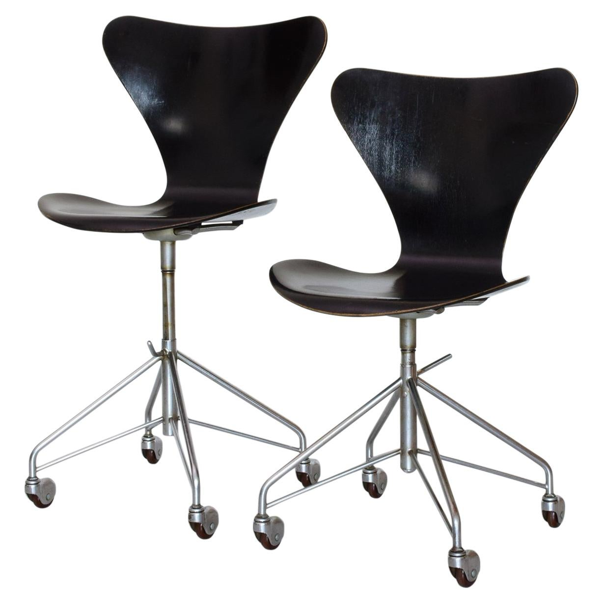 Arne Jacobsen Model 3117 Adjustable Desk Work Chairs, 1955, Early Matching Pair