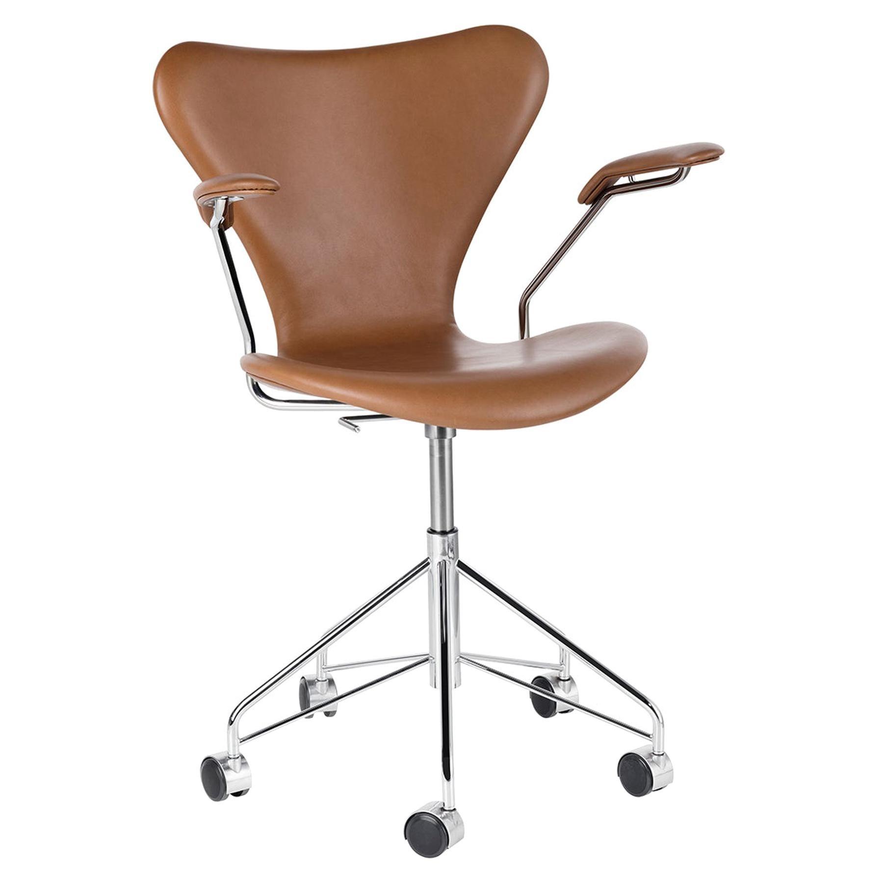 Arne Jacobsen Model 3217 Front Upholstered