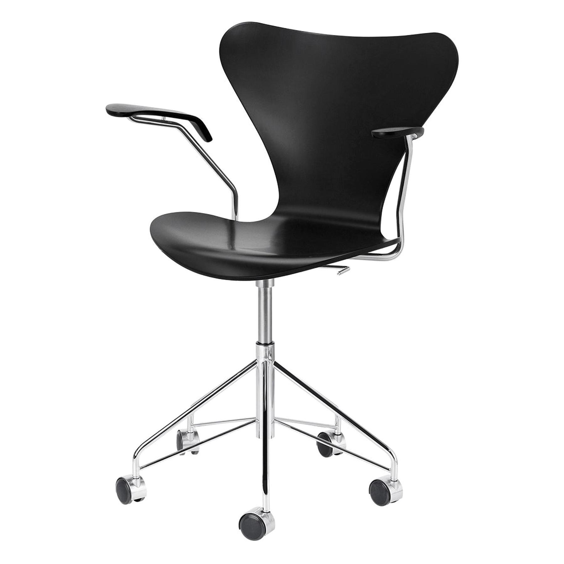 Arne Jacobsen Model 3217 Full Lacquer