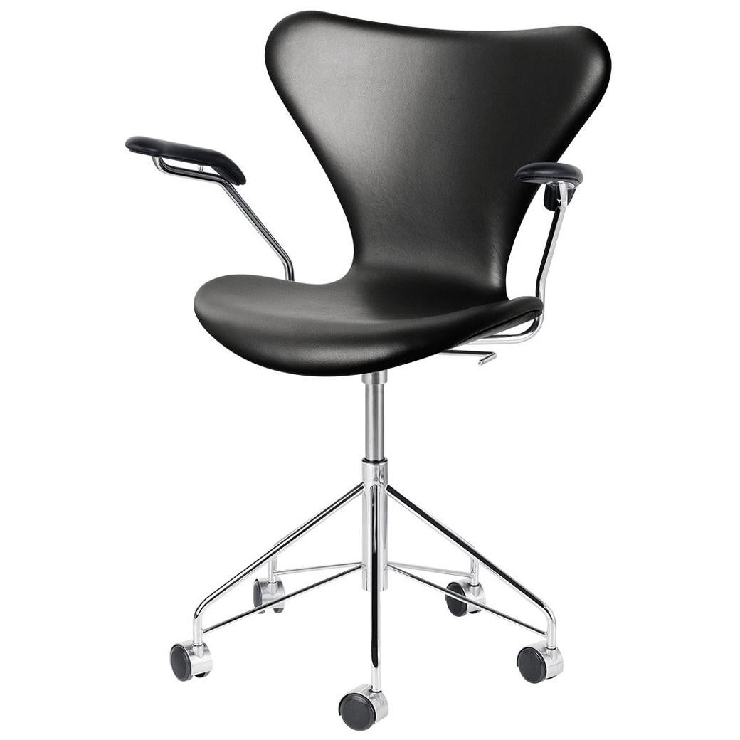 Arne Jacobsen Model 3217 Fully Upholstered