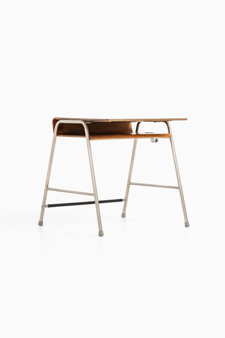 Arne Jacobsen Munkegaard School Desk Produced by Fritz Hansen in Denmark In Good Condition For Sale In Malmo, SE