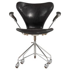 Arne Jacobsen Office Chair Model 3117 Produced by Fritz Hansen in Denmark