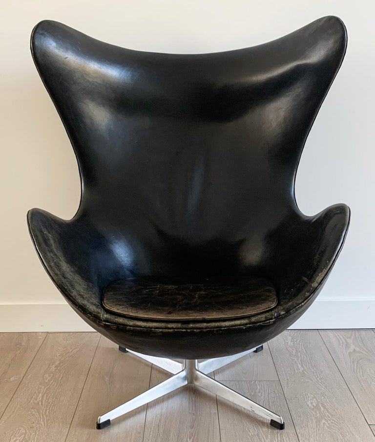 Have you ever just looked and a chair and thought this is it? Well, this indeed is it. A signed, Arne Jacobsen for Fritz Hansen egg chair from 1963. With so many companies out there still producing lines of furniture and timeless iconic designs,