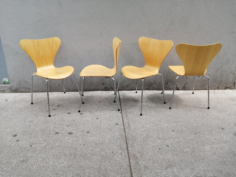 Mid-Century Modern Arne Jacobsen Set of 4 Model 3107 Chairs For Sale