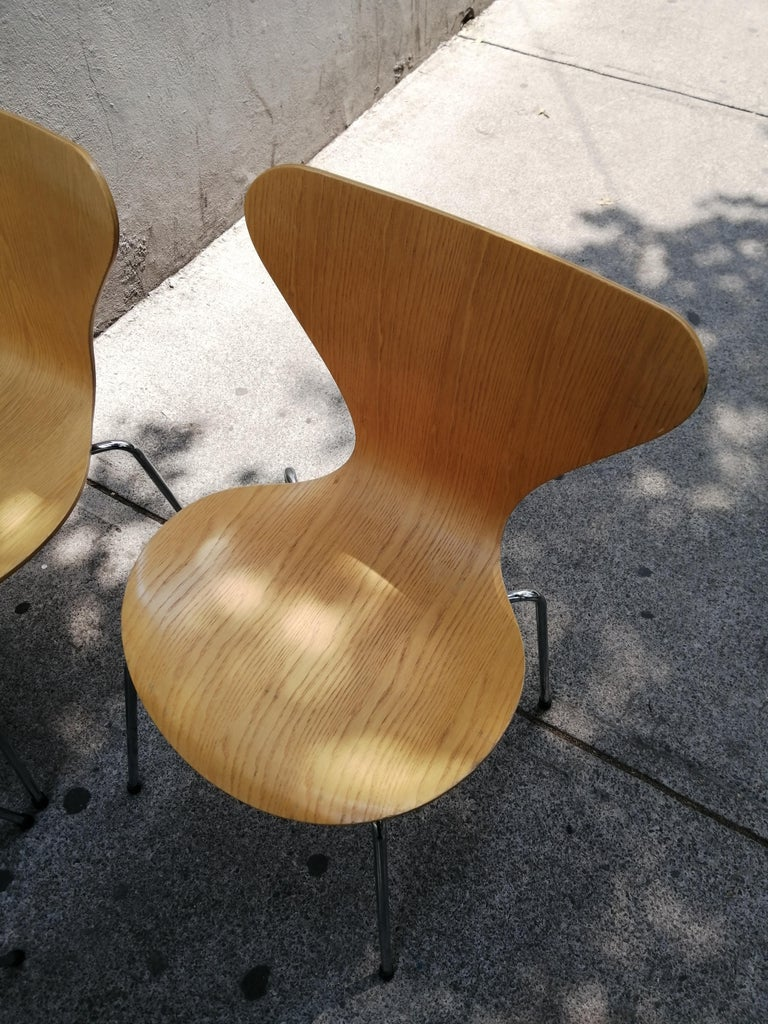 Arne Jacobsen Set of 4 Model 3107 Chairs In Good Condition For Sale In Mexico City, MX