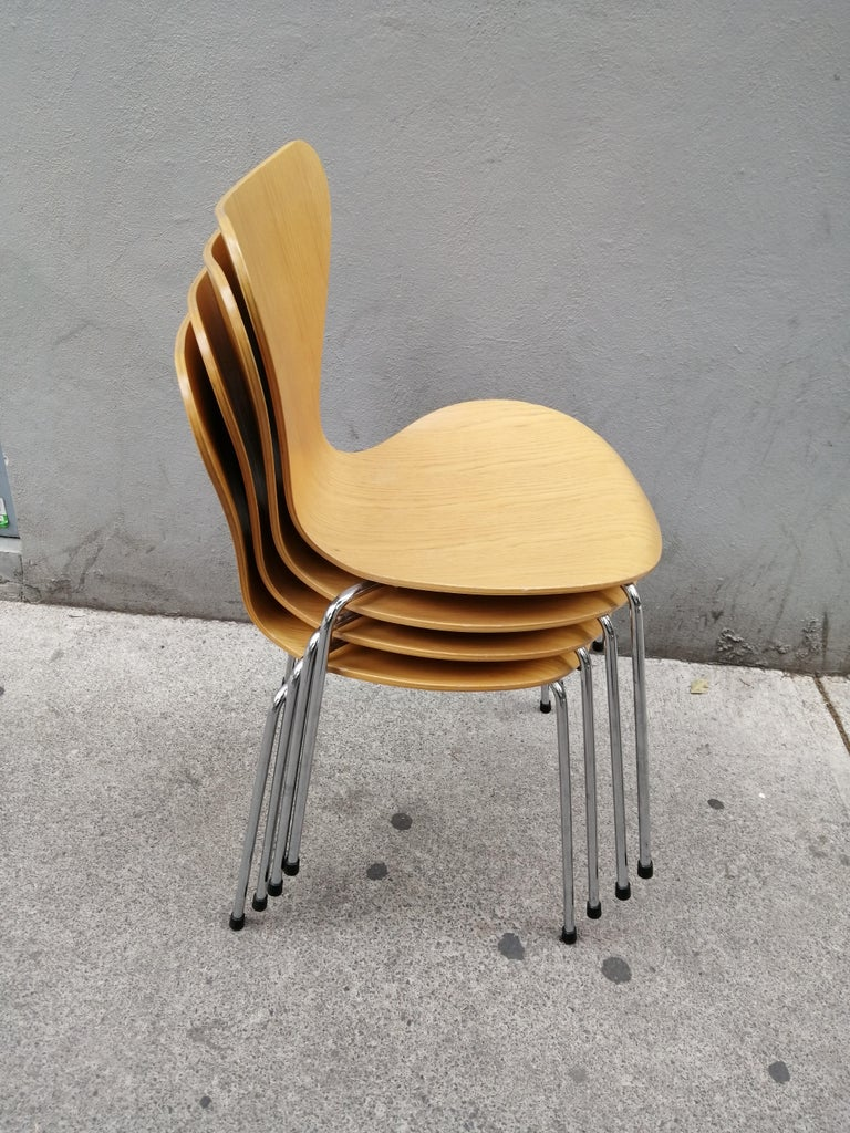 Arne Jacobsen Set of 4 Model 3107 Chairs For Sale 2