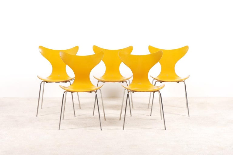 Molded Arne Jacobsen, Set of 5 Lily Chairs for Fritz Hansen, 1968 For Sale