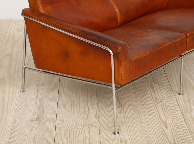 Arne Jacobsen, Sofa #3302 with Original Leather, 1956, Denmark For Sale 3