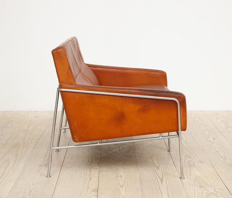 Arne Jacobsen, Sofa #3302 with Original Leather, 1956, Denmark For Sale 5
