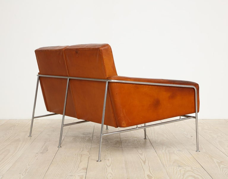 Arne Jacobsen, Sofa #3302 with Original Leather, 1956, Denmark For Sale 7