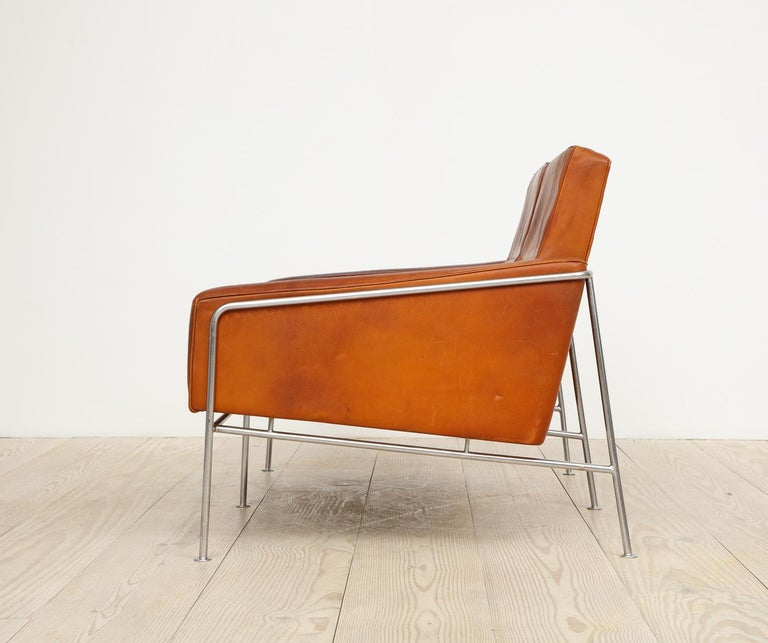 Arne Jacobsen, Sofa #3302 with Original Leather, 1956, Denmark For Sale 10