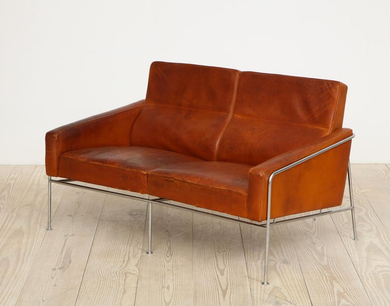 Arne Jacobsen, Sofa #3302 with Original Leather, 1956, Denmark For Sale 12