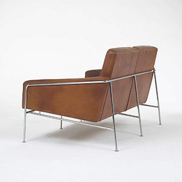 Arne Jacobsen, Sofa #3302 with Original Leather, 1956, Denmark In Good Condition For Sale In New York, NY