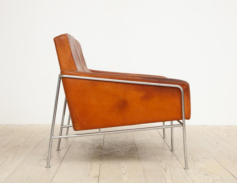 Mid-Century Modern Arne Jacobsen, Sofa #3302 with Original Leather, 1956, Denmark For Sale