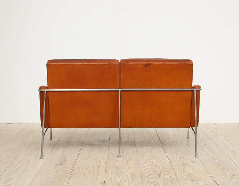 Danish Arne Jacobsen, Sofa #3302 with Original Leather, 1956, Denmark For Sale