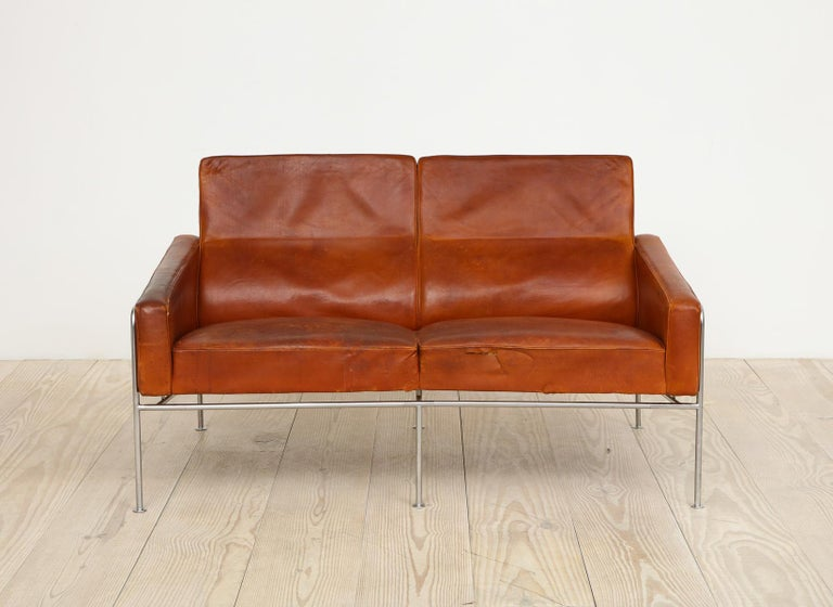 Bronze Arne Jacobsen, Sofa #3302 with Original Leather, 1956, Denmark For Sale
