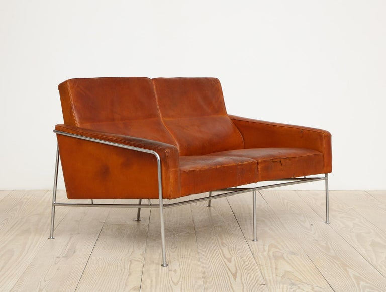 Arne Jacobsen, Sofa #3302 with Original Leather, 1956, Denmark For Sale 2