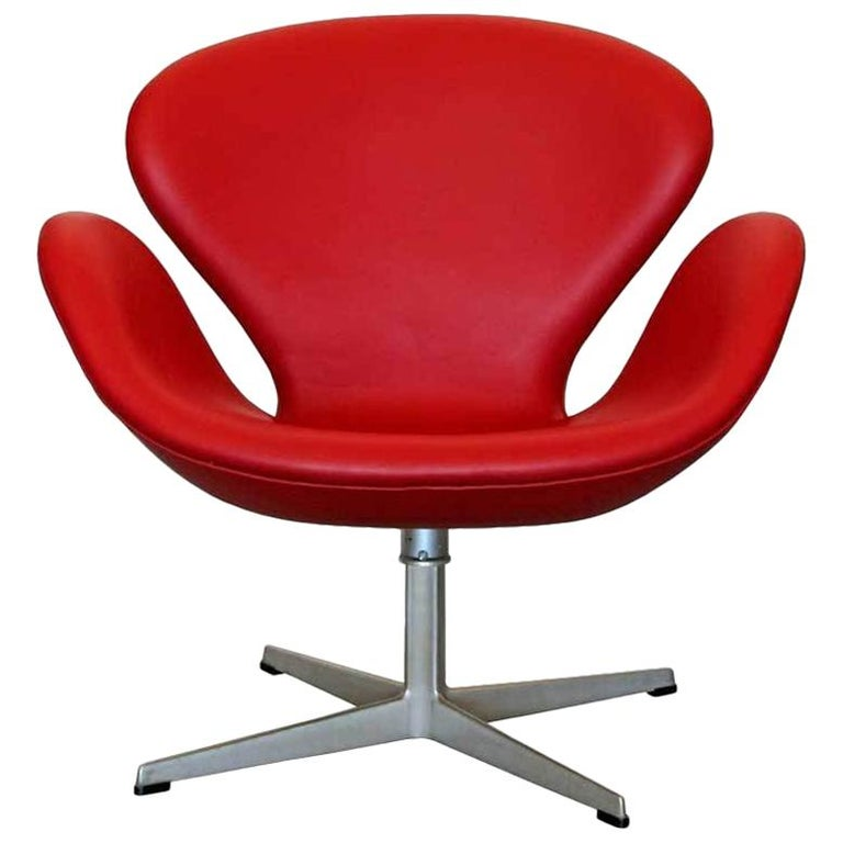 "Arne Jacobsen ""Swan Chair"" by Fritz Hansen For Sale"