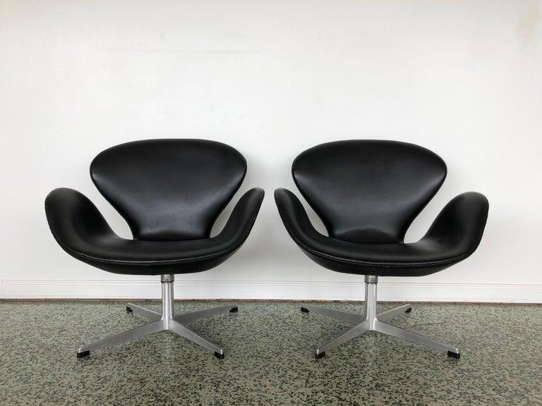 Danish Arne Jacobsen Swan Chair for Fritz Hansen