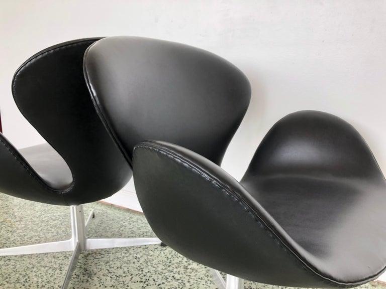 Late 20th Century Arne Jacobsen Swan Chair for Fritz Hansen